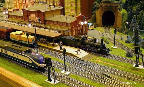 Макет железной дороги с цифровым управлением.