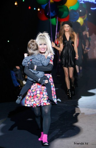Юбилейный показ Betsey Johnson в Нью-Йорке