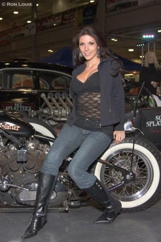 Девчонки с моторшоу