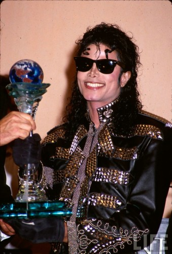 http://friends.kz/uploads/posts/2009-06/thumbs/1245983527_michael_jackson_54.jpg