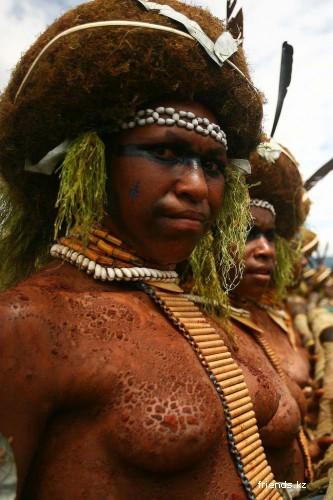 golie-grudi-aborigenov-afriki