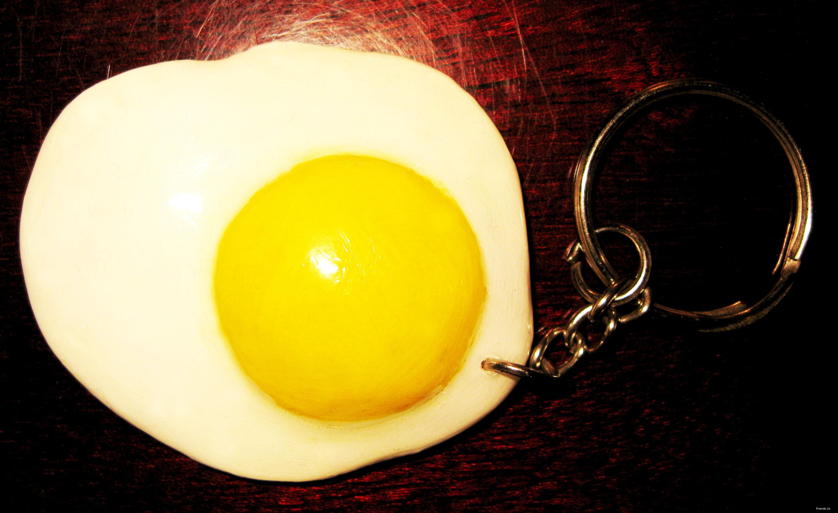 У славян яичница была наиболее распространенным обрядовым блюдом: -Ею кормили молодых на свадьбе, на троицу угощали