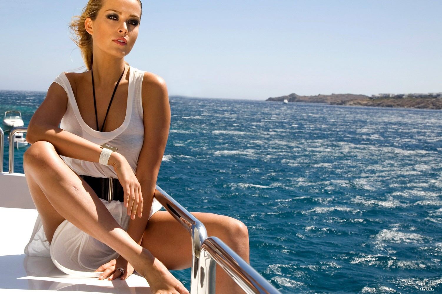 Фото девушек с яхтами