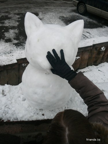 Наш снеговик + просто снег в Алматы.