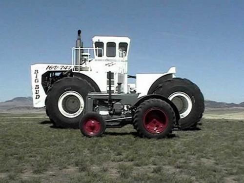 Самый большой трактор Big Bud