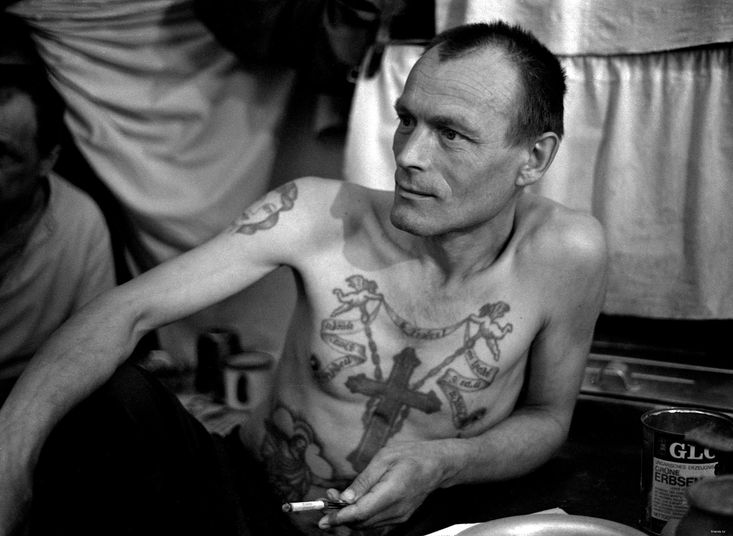 Фото педерастов в тюрьме 16 фотография