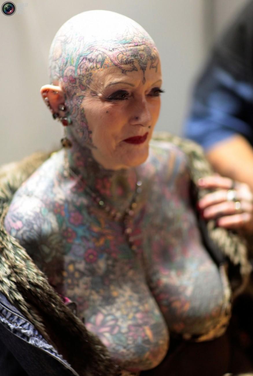 Фото пожилых женщин с татуировками