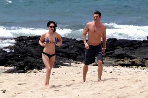 Меган Фокс на пляже, Гаваи