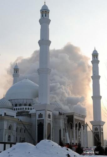 В Астане горит крупнейшая в Центральной Азии мечеть