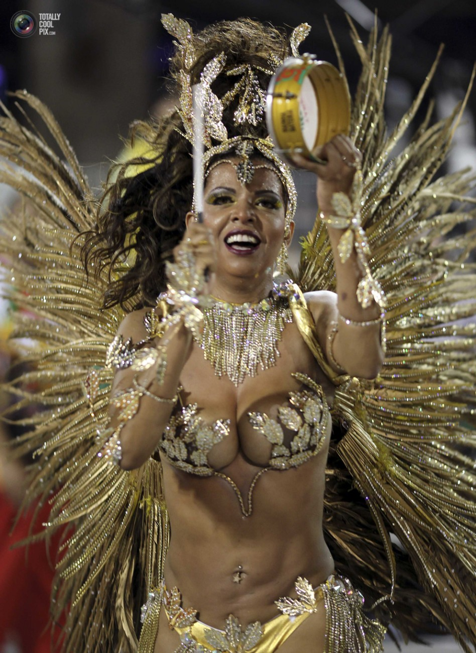 Три мулатки на карнавале 12 фотография