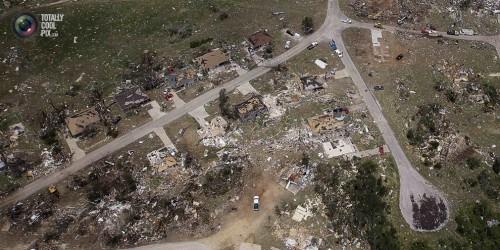 Фотографии демонстрирующие масштаб разрушений от торнадо в Оклахоме