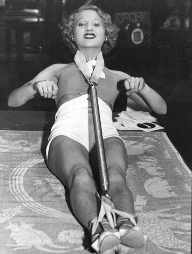 Приспособления для женской красоты 20 века