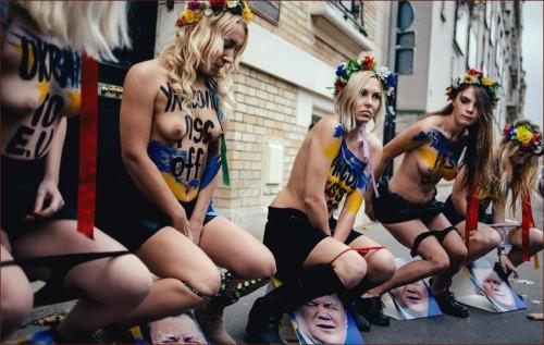 Активистки Femen сделали пи-пи