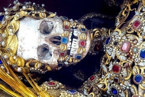 Скелеты, найденные в катакомбах Рима